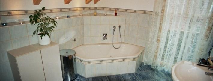 8 eck badewanne waschtisch rauscher heizung. Black Bedroom Furniture Sets. Home Design Ideas